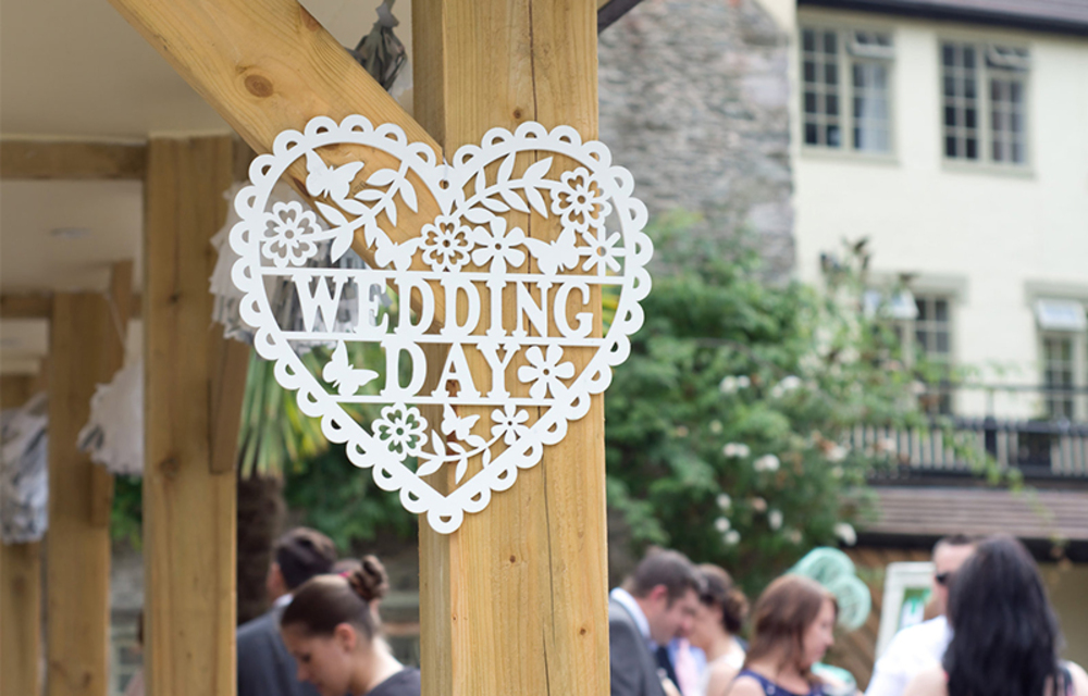 How to have an amazing wedding day without breaking the bank.